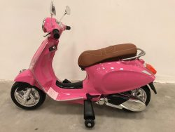Vespa_scooter_kind_12_volt_primavera_roze_1800x1800